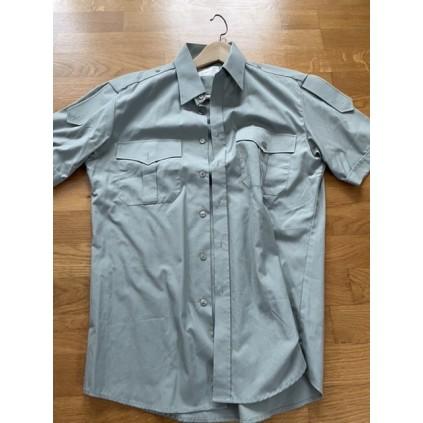Pent brukt kortermet skjorte