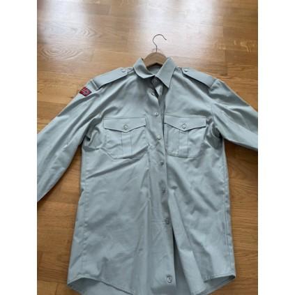 Pent brukt langermet skjorte